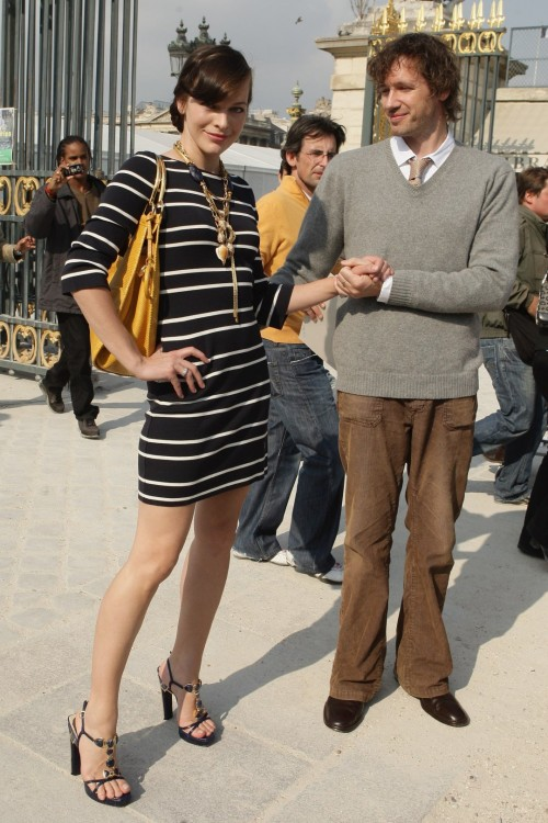 Milla-Jovovichs-Feet-819f583fd0f62e1bf5.jpg