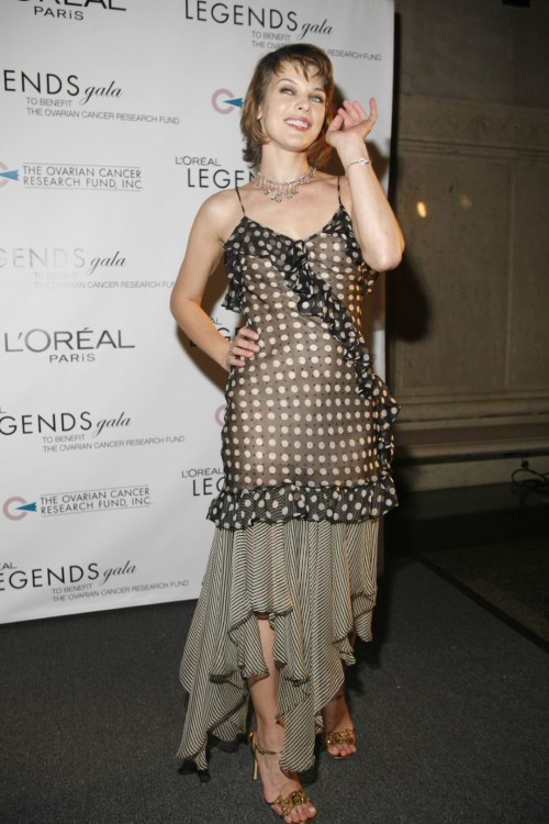 Milla-Jovovichs-Feet-83bf2d7015703b7698.jpg