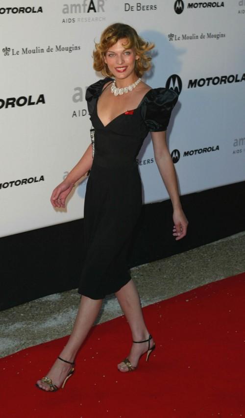 Milla-Jovovichs-Feet-90622dea899da967bd.jpg