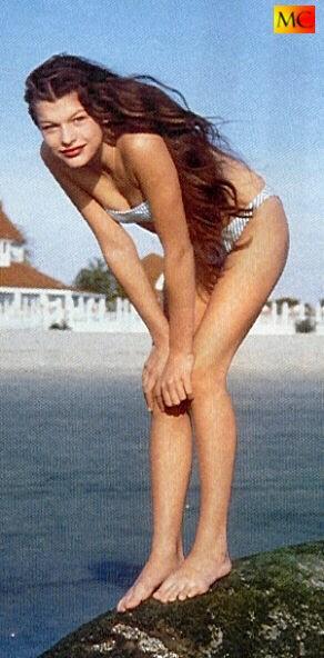 Milla-Jovovichs-Feet-96fccdc5687fe958a4.jpg