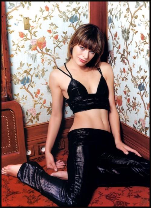 Milla-Jovovichs-Feet-97f3f7f0893b4e3ddb.jpg