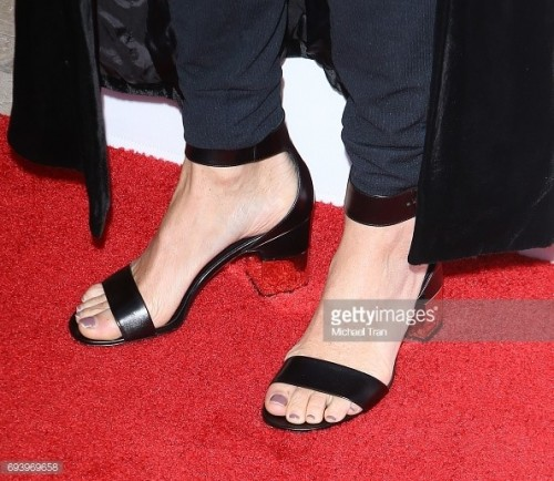 Minnie-Driver-Feet-16325091074d9fbbf3.jpg
