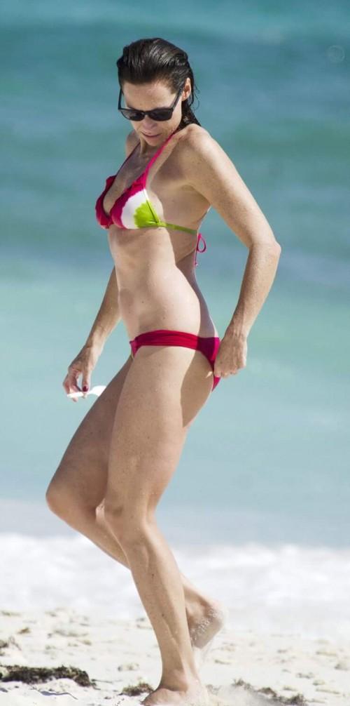 Minnie-Driver-bikini-5b9366ca7cd406cce.jpg