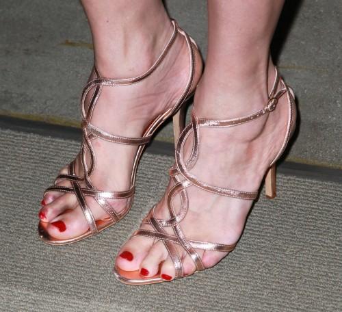 Mira-Sorvino-Feet-175a5068f1bff22f1.jpg