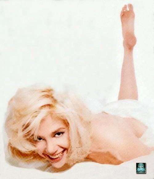 Mira-Sorvino-Feet-44bebe5a6c865bf98.jpg