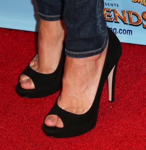 Mira-Sorvino-Feet-5471a2faec2d15078.jpg