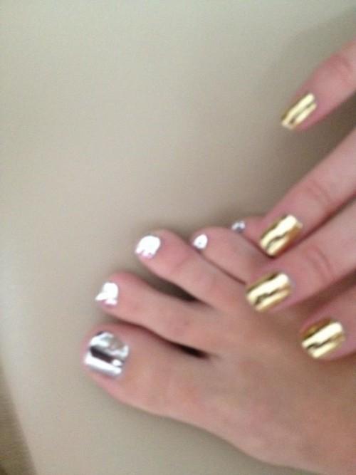 Mischa-Barton-Feet-12de2d12bcaca66c20.jpg