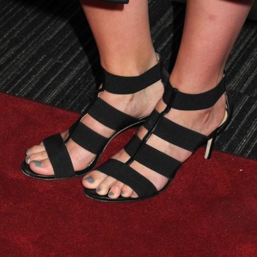 Mischa-Barton-Feet-142e372a6bc01eb214.jpg