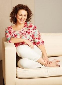 Nadia-Sawalha-Feet-3eff21b8859b720ac.jpg