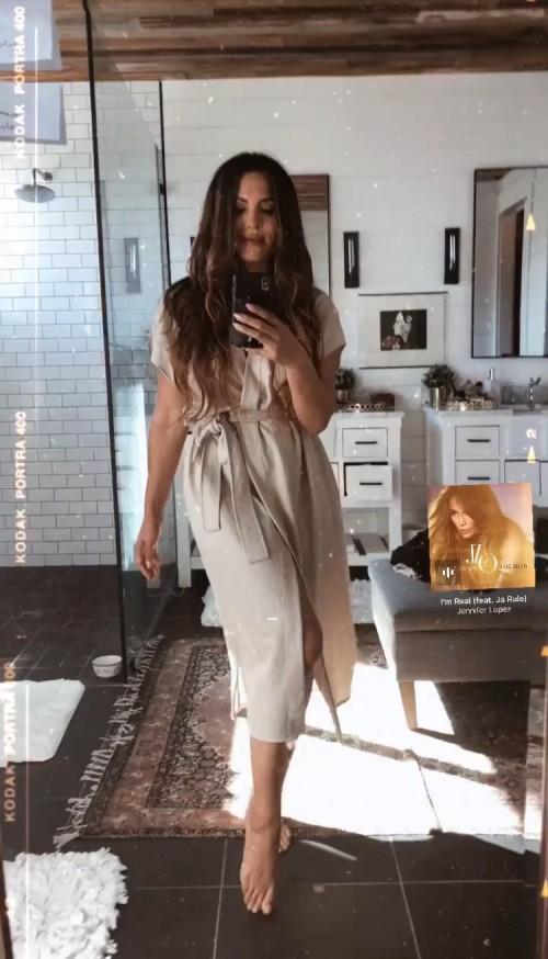 Nadine-Velazquez-Feet-1219c106d26f34871b.jpg
