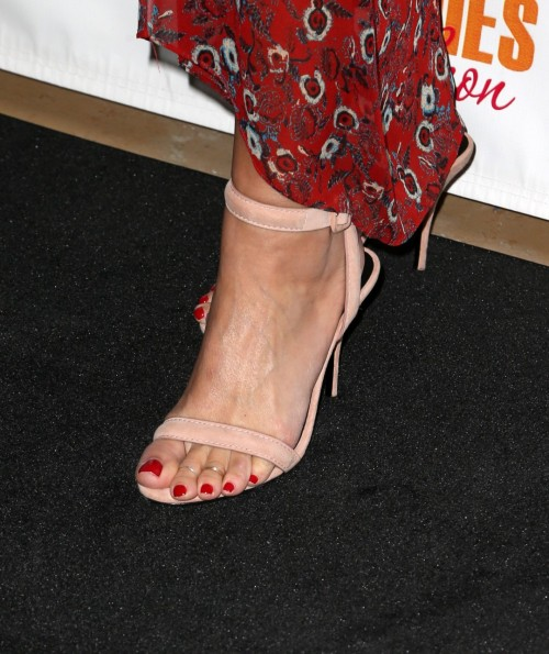 Natasha-Henstridge-Feet-10fca9badc0f7b19c2.jpg