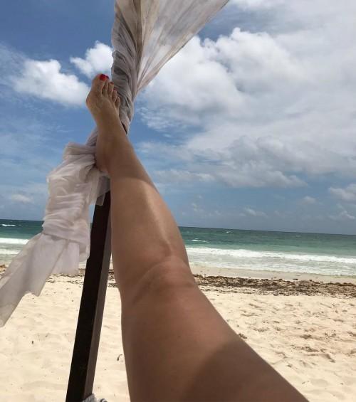Natasha-Henstridge-Feet-1518c69f7c7a71d7c5.jpg