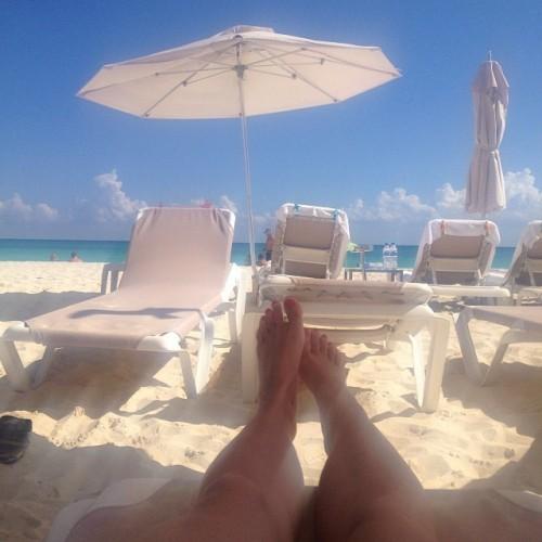 Natasha-Henstridge-Feet-16cb2c4afa343a38c8.jpg
