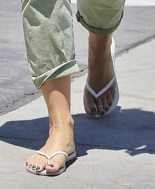 Natasha-Henstridge-Feet-88cfa08c2af3d38a3.jpg