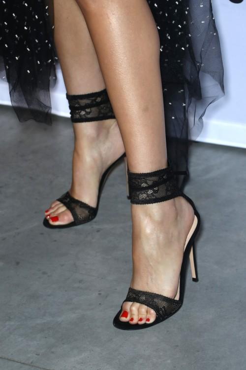 Olivia-Culpo-Feet-2756ce5ff40d7d102a.jpg