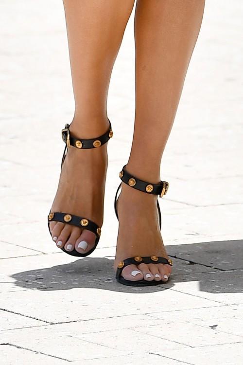 Olivia-Culpo-Feet-4783f346cfe996084c.jpg