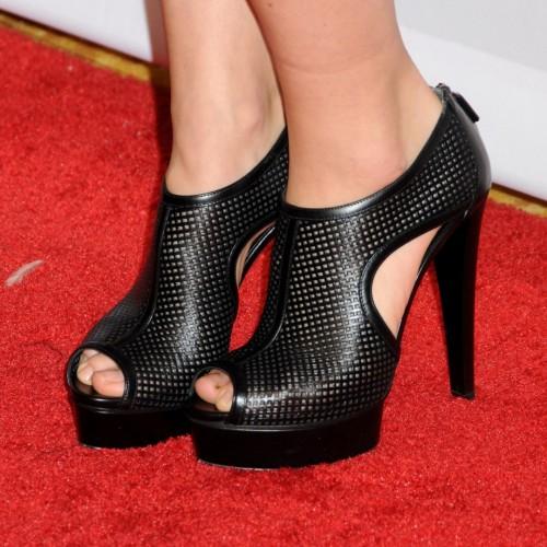 Olivia-Wildes-Feet-35c0cd02e3a856891c.jpg