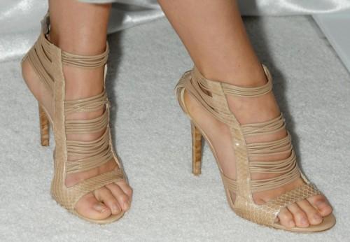 Olivia-Wildes-Feet-50d647c1b970a06858.jpg