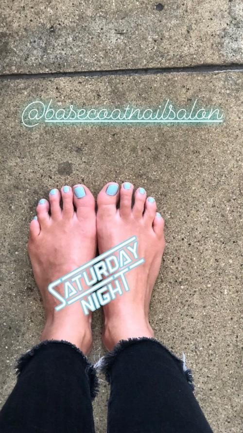 Olivia-Wildes-Feet-55c3a5cf311da5fa54.jpg