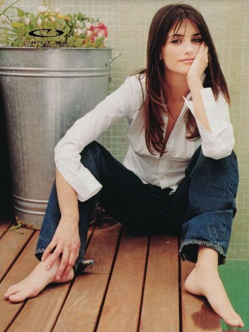 Penelope-Cruz-Feet-1f162f804dd19fbe4.jpg