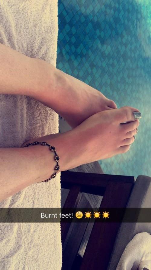 Perrie-Edwards-Feet-10d4959390ee1aae9c.jpg