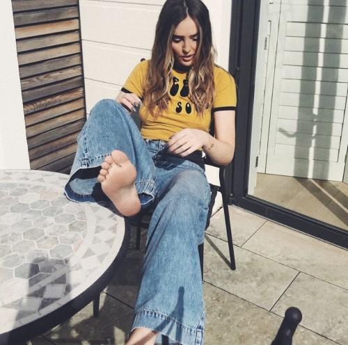 Perrie-Edwards-Feet-216c22fd5c576d8e92.jpg