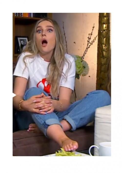 Perrie-Edwards-Feet-307dcb031ab2b9390e.jpg