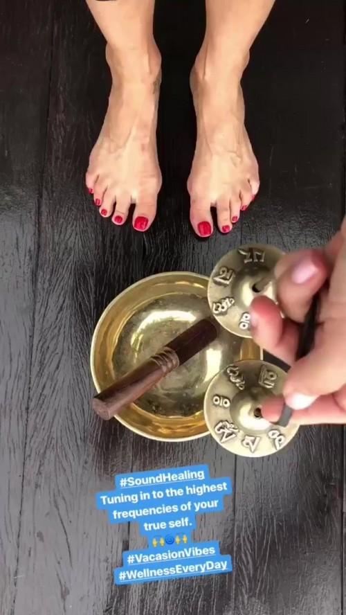 Petra-Nemcova-Feet-15e5fc846b6f58b66b.jpg