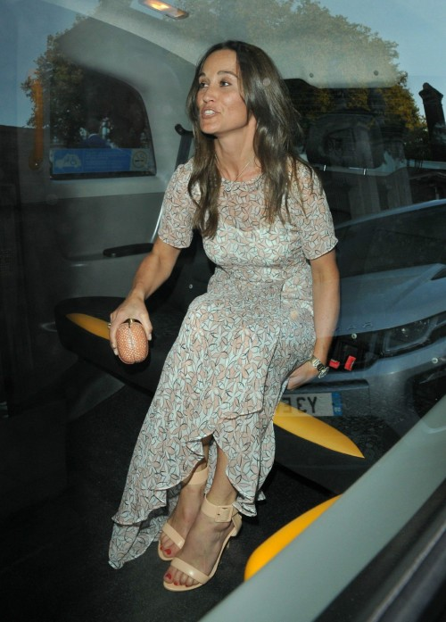 Pippa-Middleton-Feet-5659210563c3c1a12.jpg