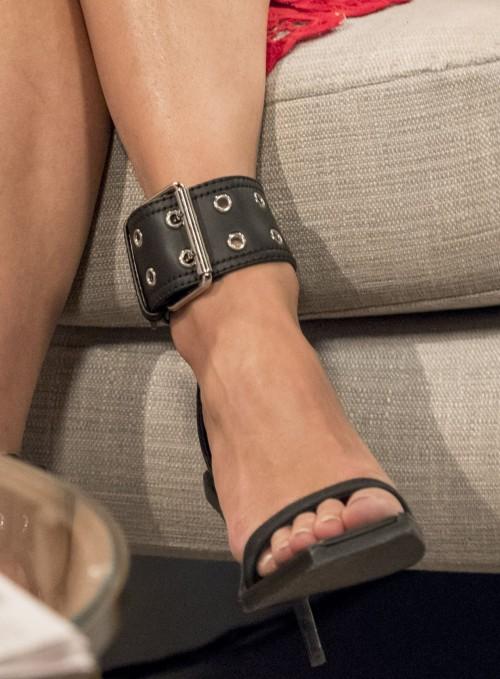 Pixie-Lott-Feet-1320d182ef5126e319.jpg
