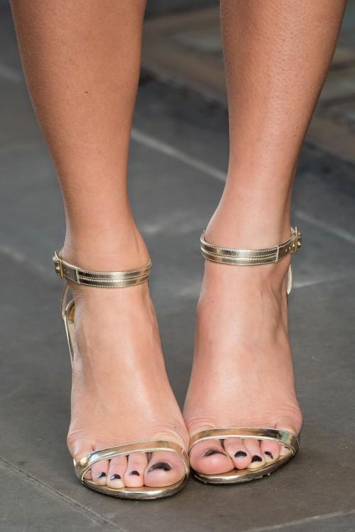 Pixie-Lott-Feet-7c8643f0ae6cfa531.jpg