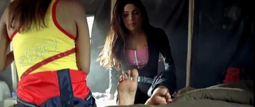 Priyanka-Chopras-Feet-2526bd16902c605a263.jpg