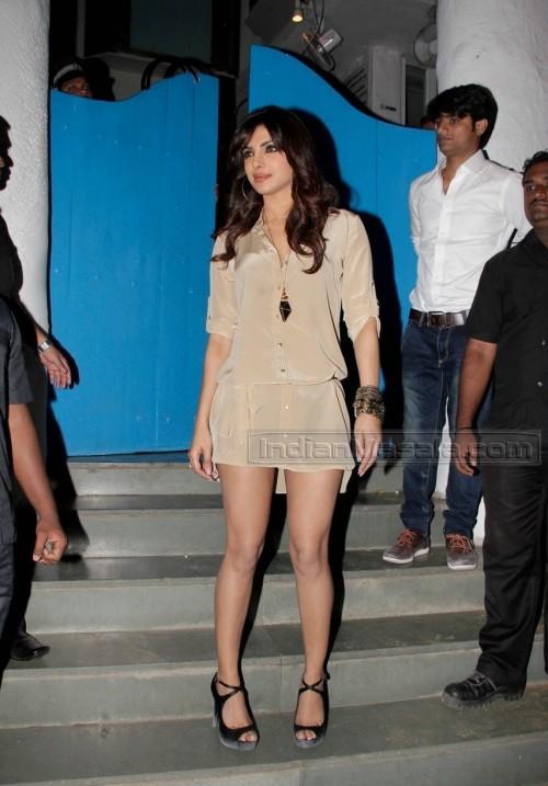 Priyanka-Chopras-Feet-2594d1d148b0891c3cc.jpg