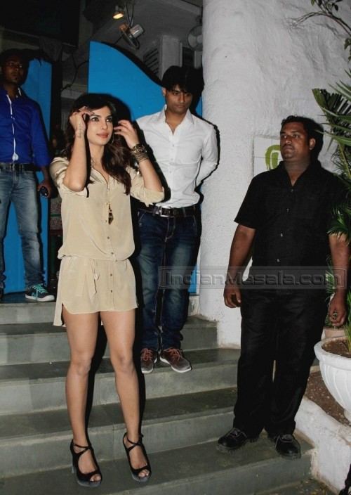 Priyanka-Chopras-Feet-260f463ba2b24f727f4.jpg