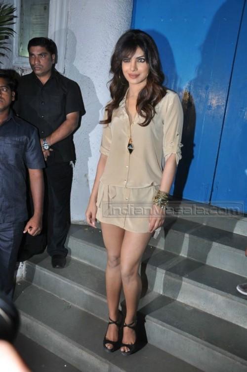 Priyanka-Chopras-Feet-262258183b3de6c7100.jpg