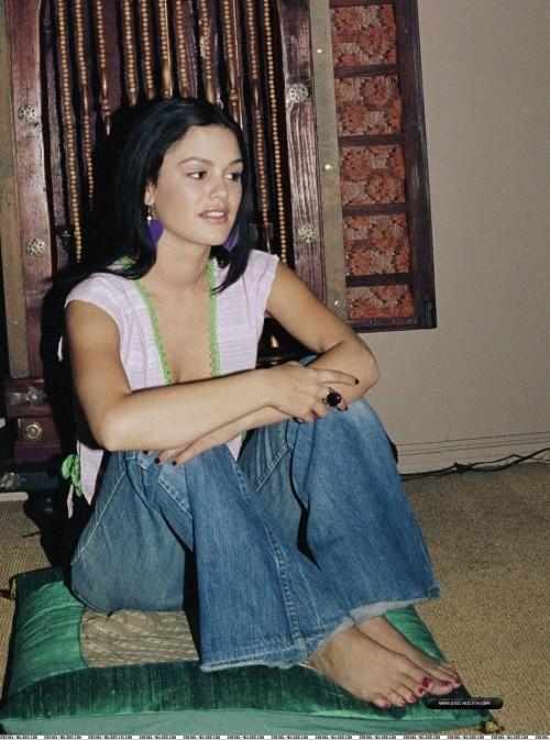 Rachel-Bilson-Feet-126e35bc8d7064b72f.jpg