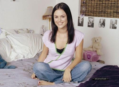 Rachel-Bilson-Feet-131234153f243d33ff.jpg