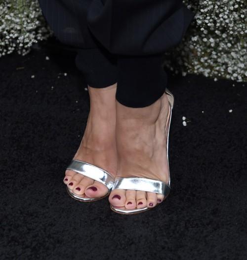 Rachel-Bilson-Feet-168363a1291478d4c9.jpg