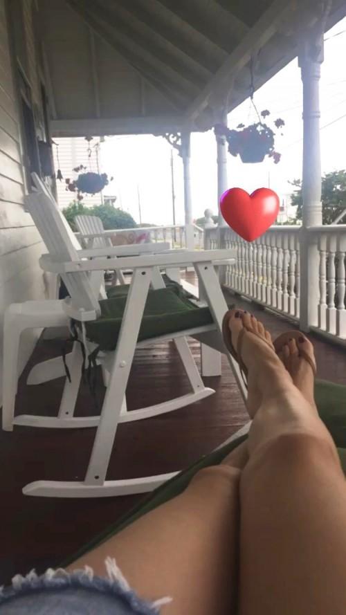 Rachel-Bilson-Feet-17bbc9fbaa8c0075ca.jpg