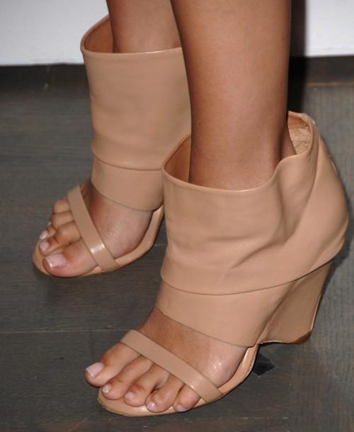 Rachel-Bilson-Feet-1e9c6b8fe070ff3da.jpg