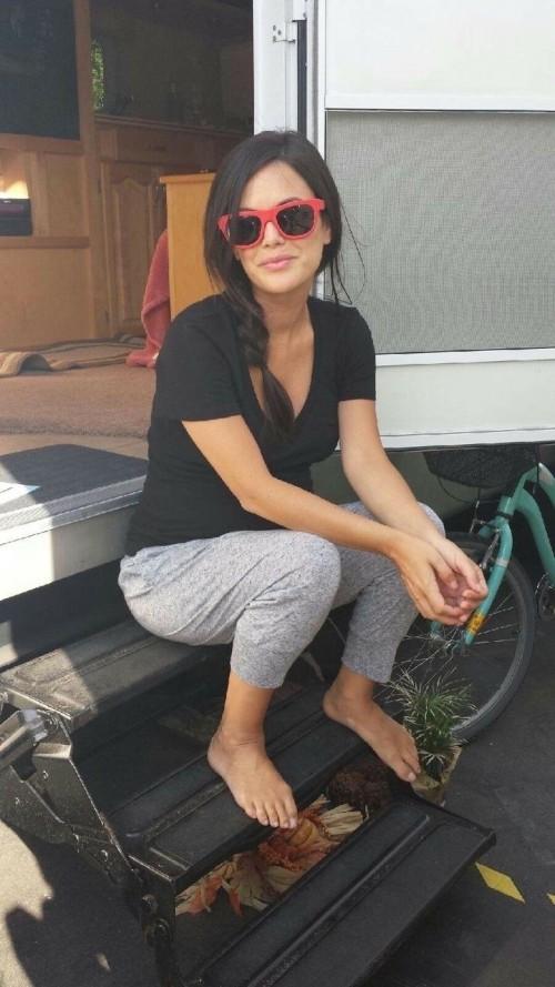 Rachel-Bilson-Feet-20e4b84d4e5739c6c3.jpg