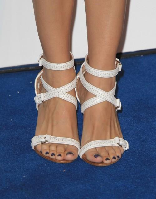 Rachel-Bilson-Feet-469d3a86335e289fe.jpg