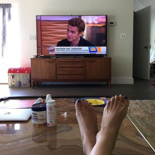 Rachel-Bilson-Feet-977e1129e1393ae28.jpg