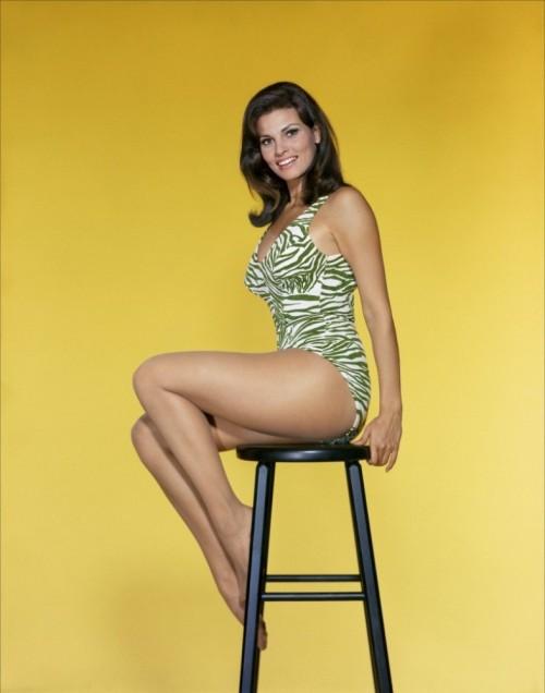Raquel-Welch-Feet-8886fdfc24d059ac1.jpg