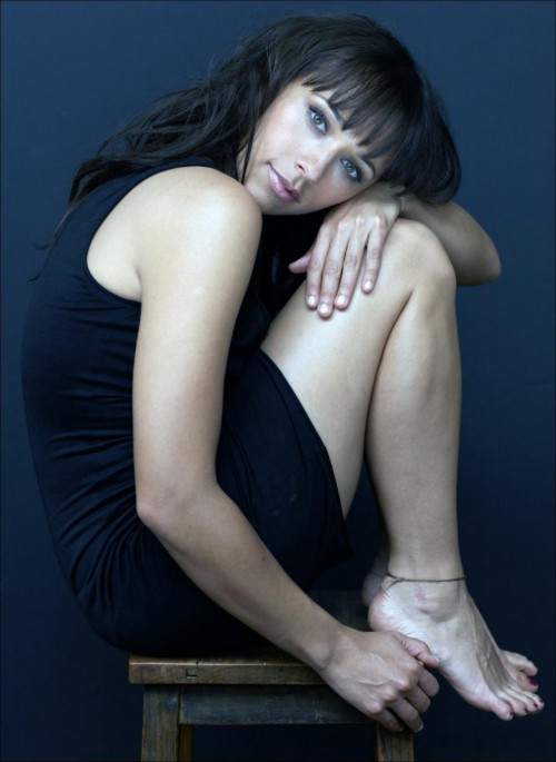 Rashida-Jones-Feet-3839180c505051106c1fba9.jpg