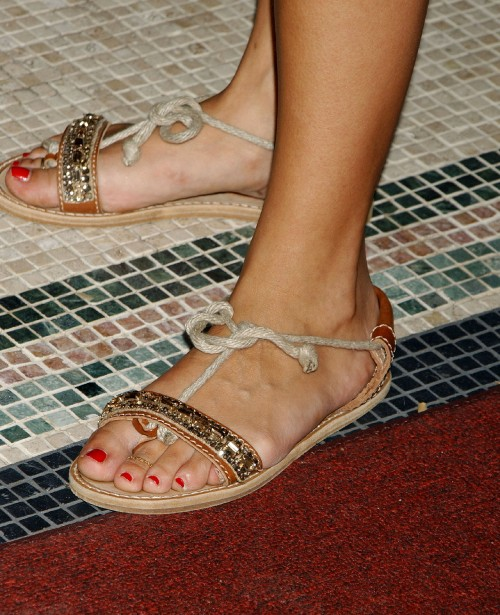 Rashida-Jones-Feet-748658fe7e9bb178f8c561.jpg