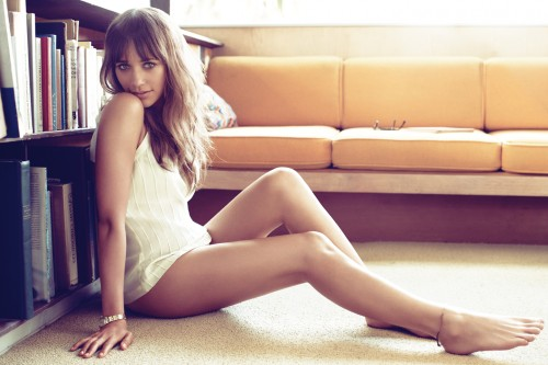 Rashida-Jones-Feet-8437193b0c7b5f82d1032d.jpg