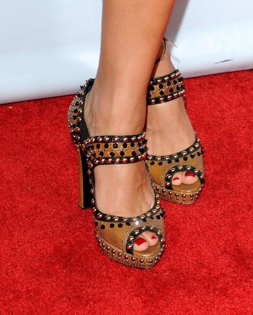 Rashida-Jones-Feet-934618b2cfef5ca48bb5ed.jpg