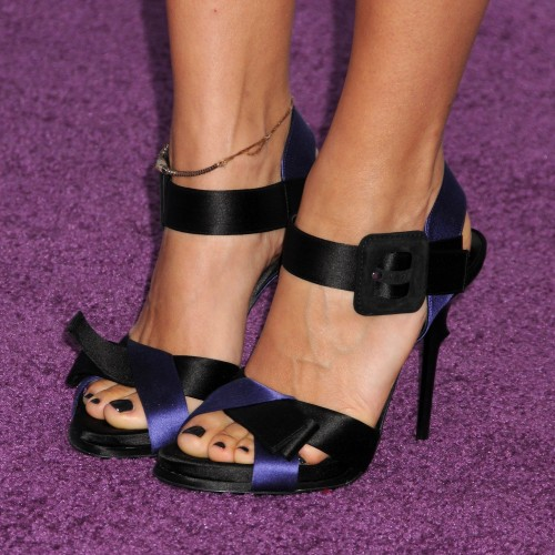 Rashida-Jones-Feet-93463430ef0612297a4dc3.jpg