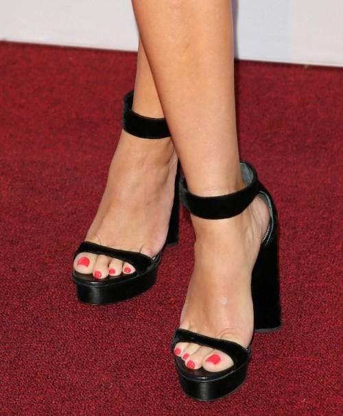 Reese-Witherspoon-Feet-15137656d0daaee108.jpg
